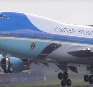 (VIDEO) Aeronava americană Air Force One a decolat de pe Aeroportul London Stansted din Marea Britanie